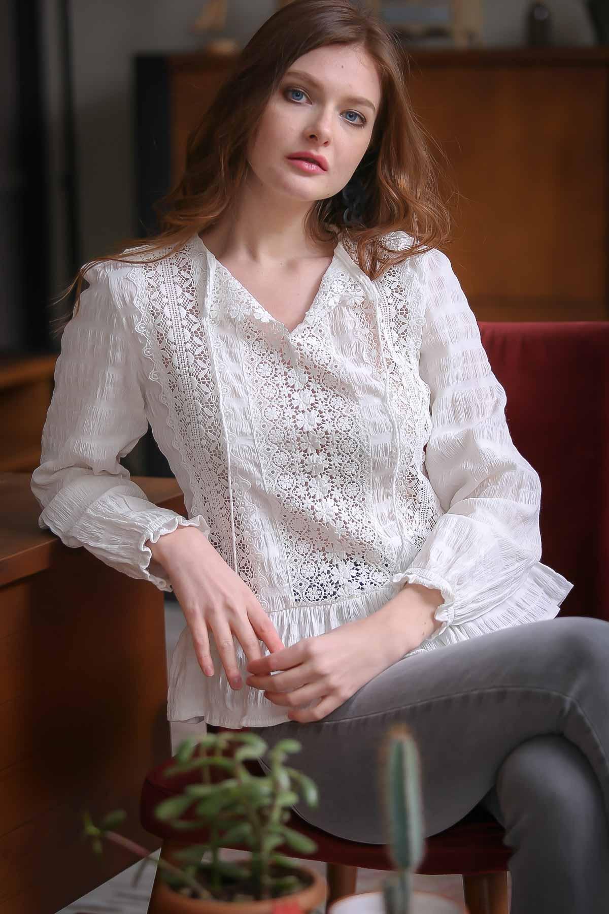 Retro lace detail woven blouse