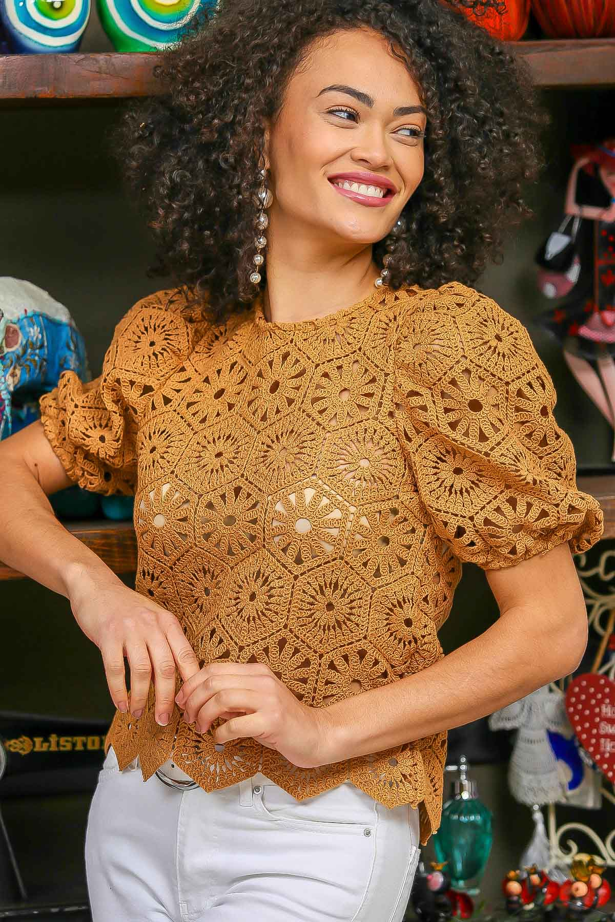 Vintage geometric crochet scallop hem detailed blouse