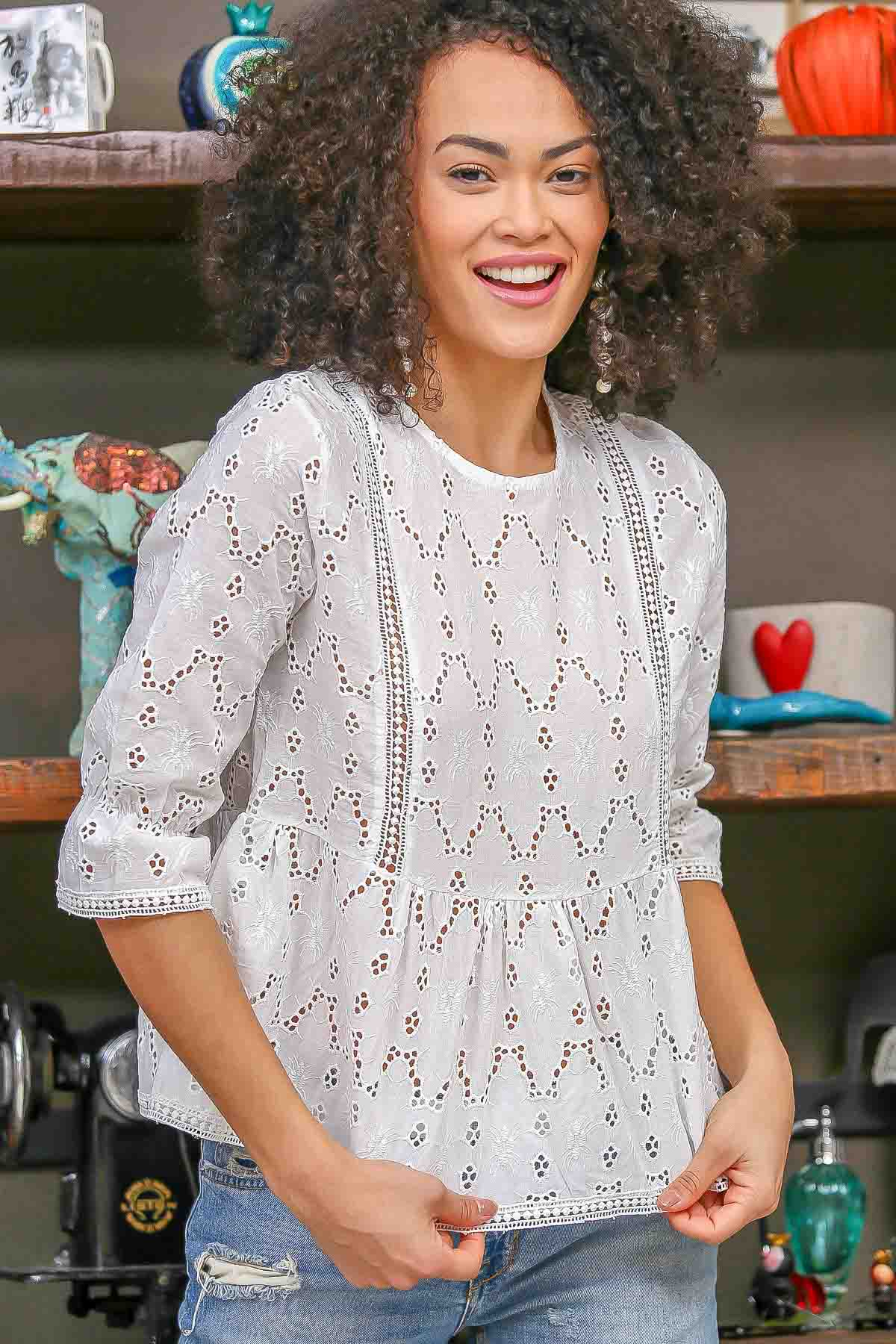 Cutwork lace embroidery detailed 3/4 sleeve blouse