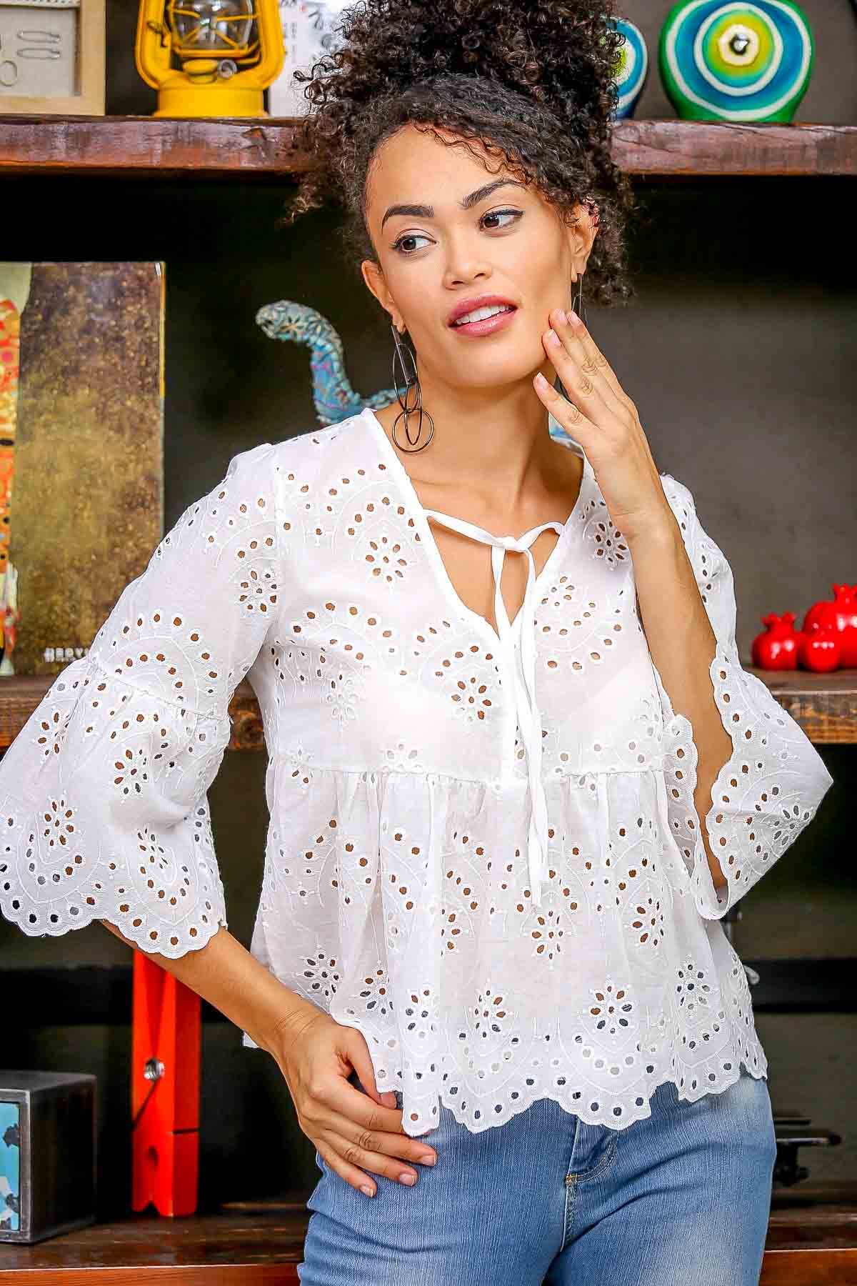 Vintage cutwork embroidered detailed scallop hem blouse