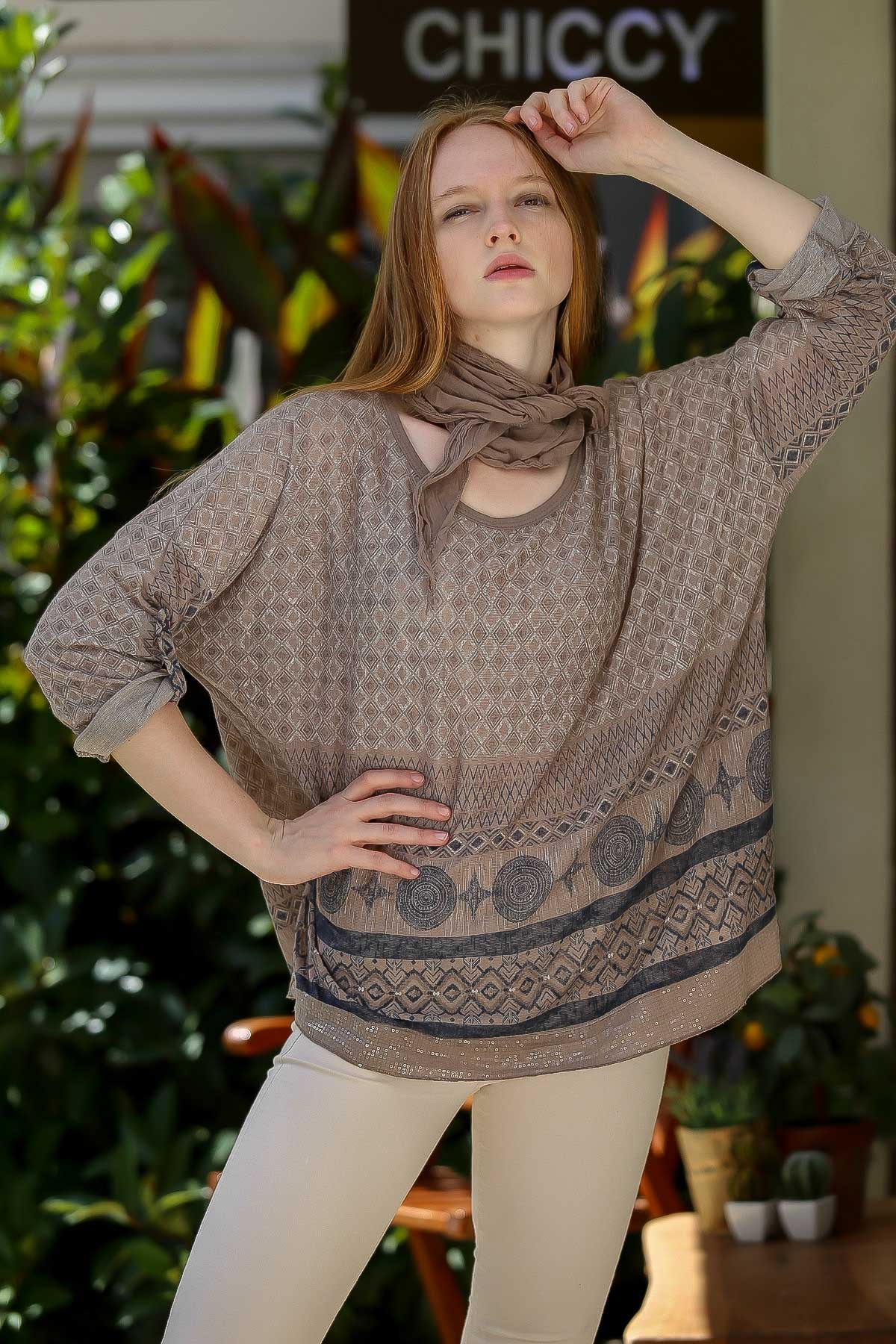 Sequined geometric pattern hem blouse and scarf et
