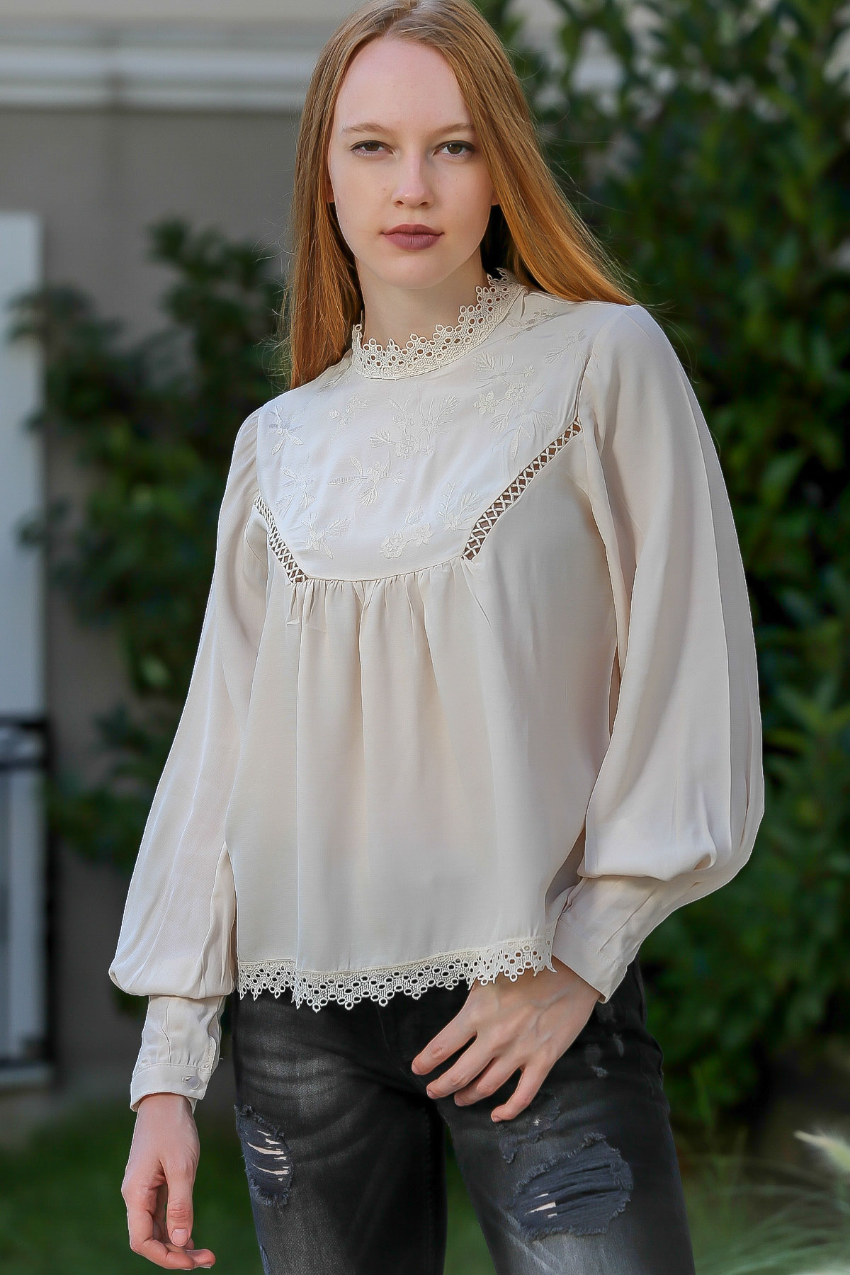 Lace detailed bubble sleeve blouse