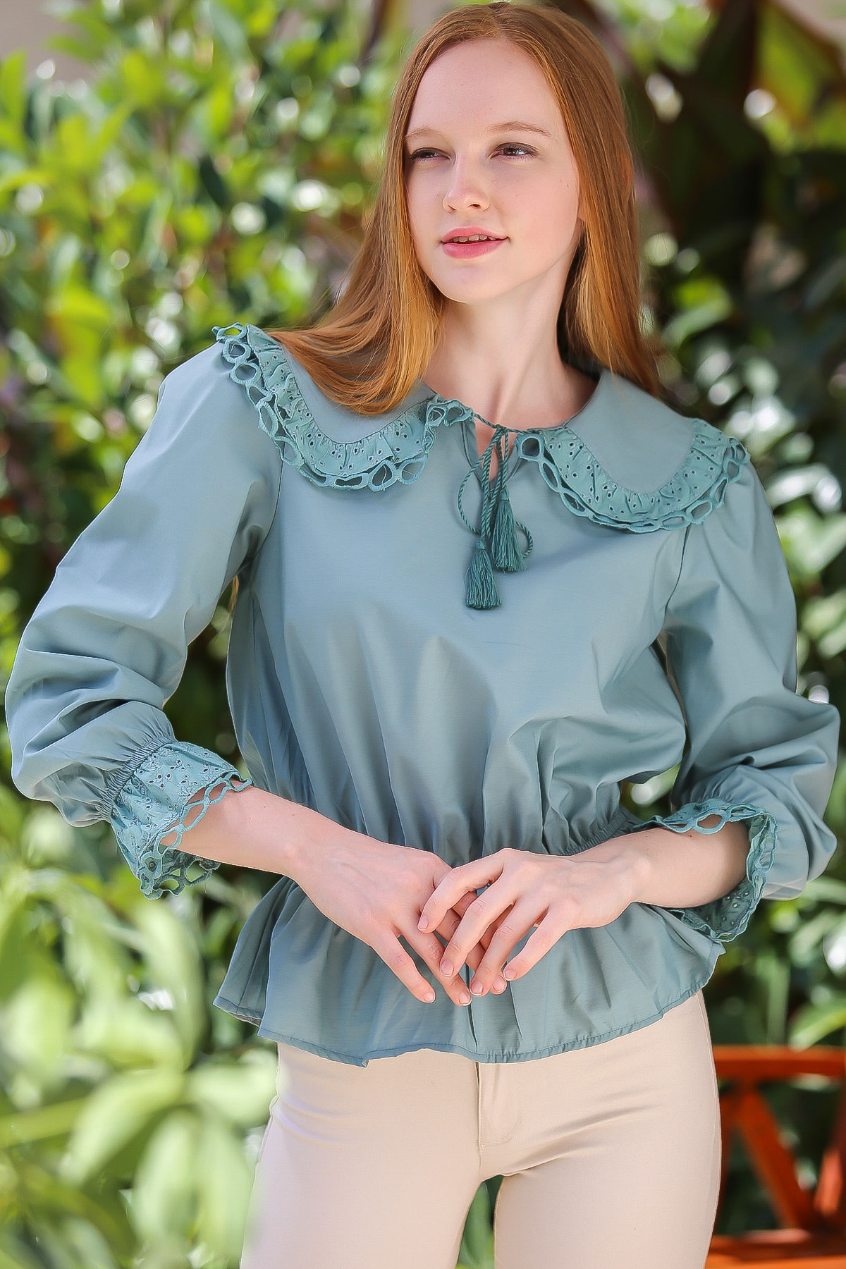 Shirred waist detailed embroidery blouse