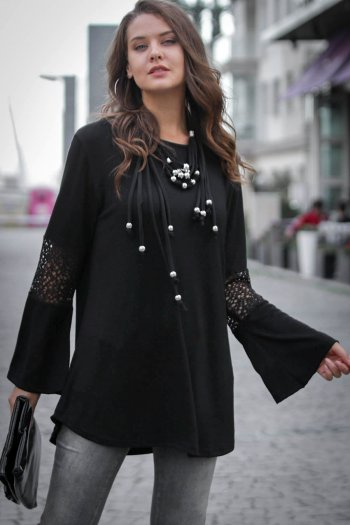 Flute sleeve tunic top with lace detail