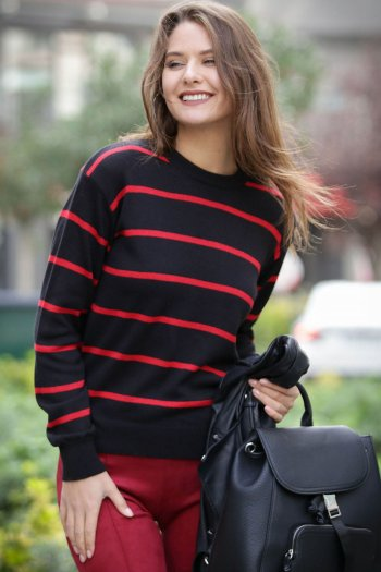 Knitted top with stripes