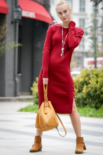 Ribbed midi dress with side buttons