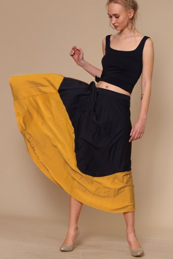 Gold and black pleated skirt