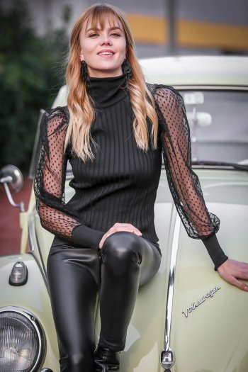 Mesh sleeves high neck knitted blouse