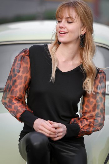 Retro leopard-patterned sleeves V-neck blouse