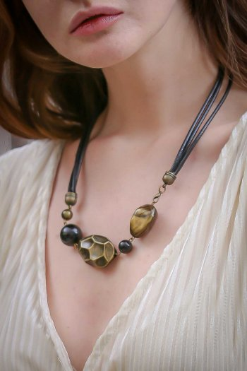 Retro ancient giant yellow beads pendant side closure