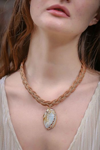 Formal rope giant sea shell necklace