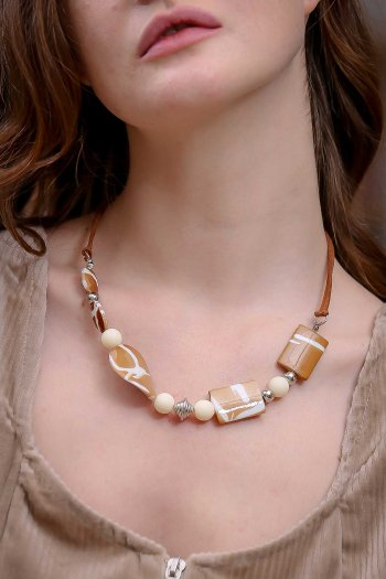 Retro coffee ecru beads necklace