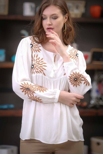 Flowers embroidered blouse with binding detail