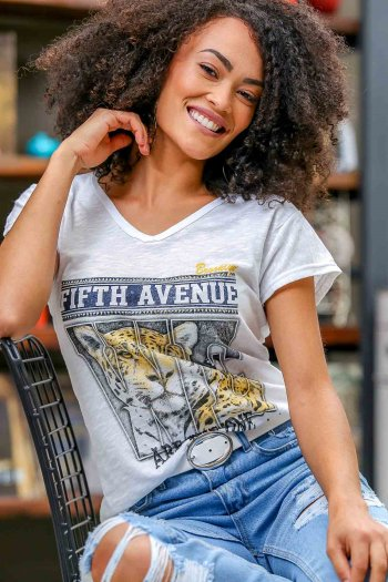 Casual V yaka FIFTH AVENUE baskılı t-shirt