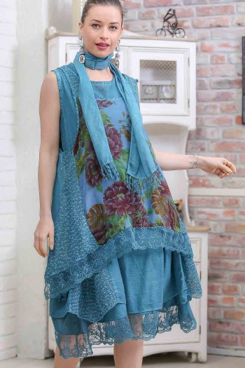Vintage floral ruffle front body wash bilateral sleeveless dress