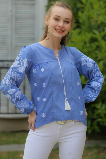Detailed embroidery, lace blouse
