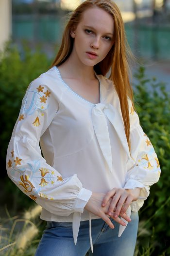 Vintage shepherd collar blouse embroidered flowers stitched ribbon tie arms