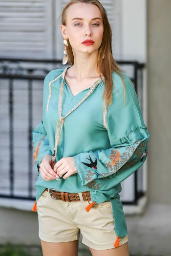 Vintage swallow arms embroidered blouse binding detail