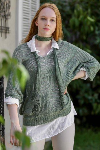 Set of knitwear bat sleeve sweater and collared blouse and scarf