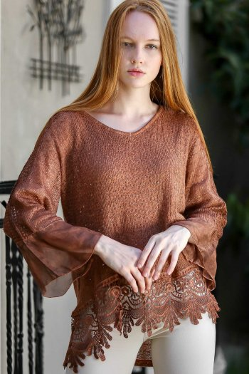 Lace hem detailed knitted blouse