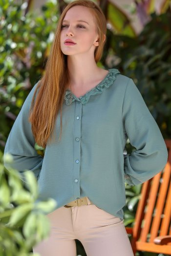 Lace collar detailed vintage buttoned blouse